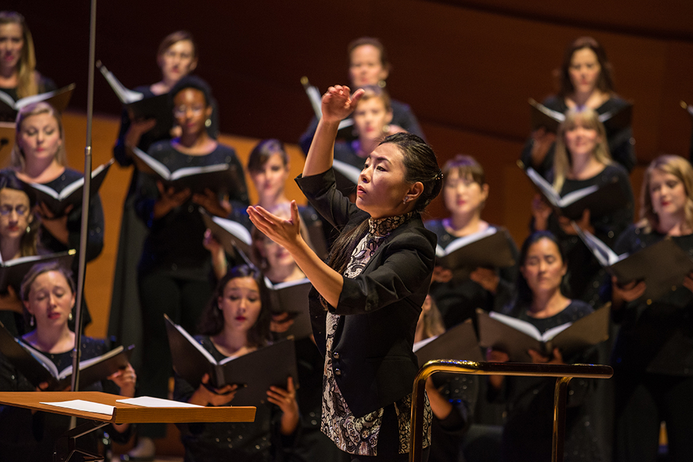Jenny Wong conducts the Los Angeles Master Chorale