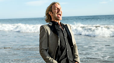 "Eric Whitacre Hosts ""Big Sing California"" on July 21"
